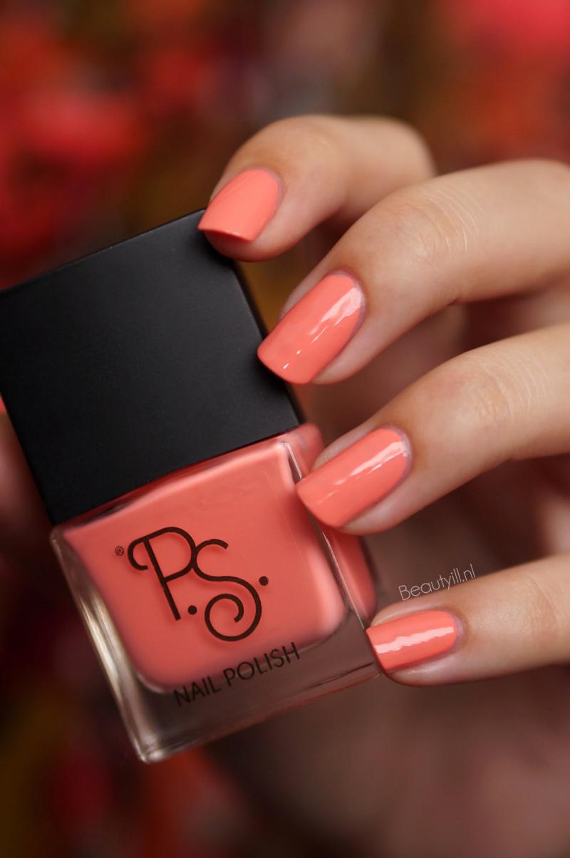 Primark NOTD Holographic Peach
