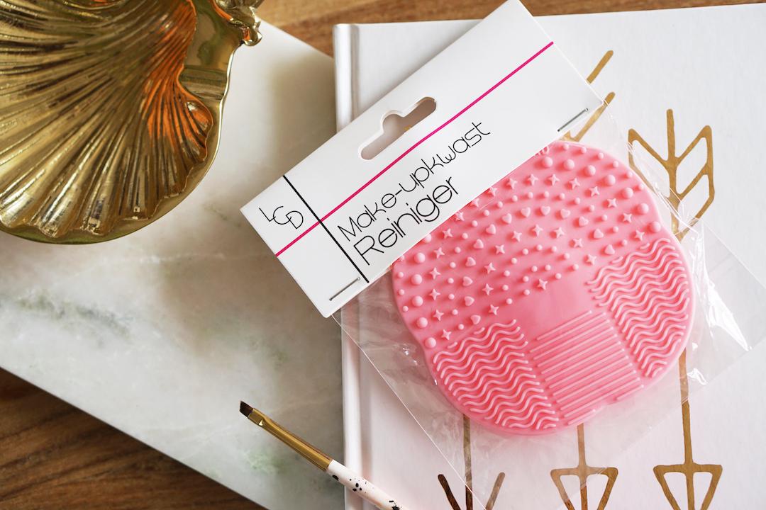 Brush cleansing pad, budget versie  Beautyill # Wasbak Budget_010342