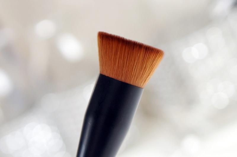 KIKO-face-107-kwast-review-brush (7)