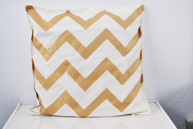 DIY-Chevron-kussensloop-pillowcase (7)