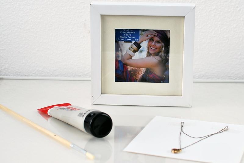 Fotolijstje met sieraad dierbare maken