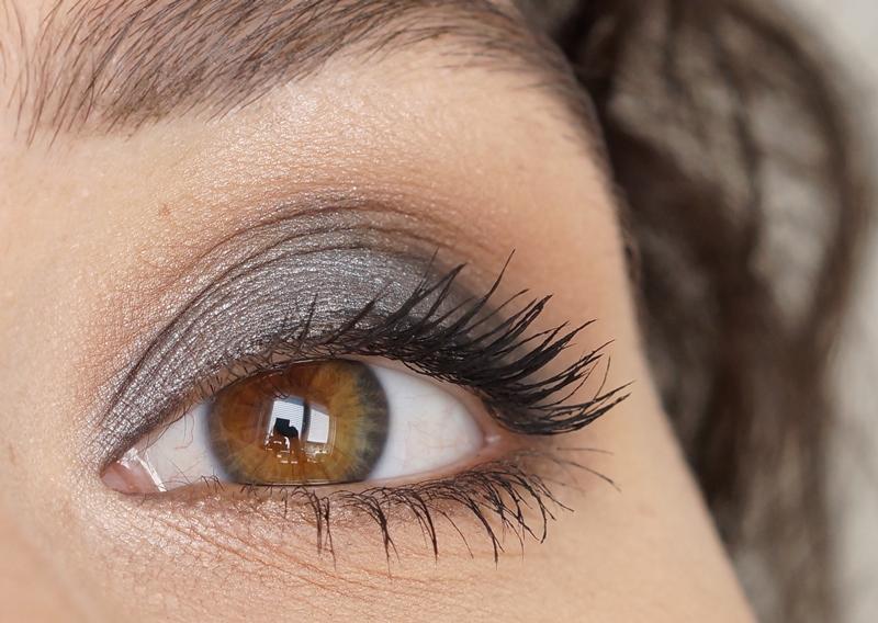 Makeup-revolution-london-redemption-palette-iconic-1-review (8)