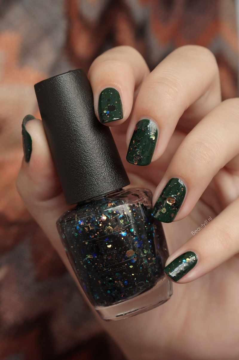OPI-NOTD-Christmas-gone-paid-comet-in-the-sky (2)