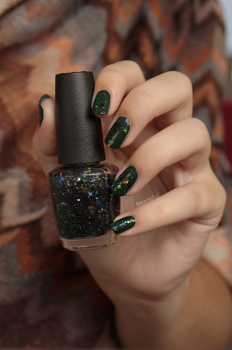 OPI-NOTD-Christmas-gone-paid-comet-in-the-sky (3)