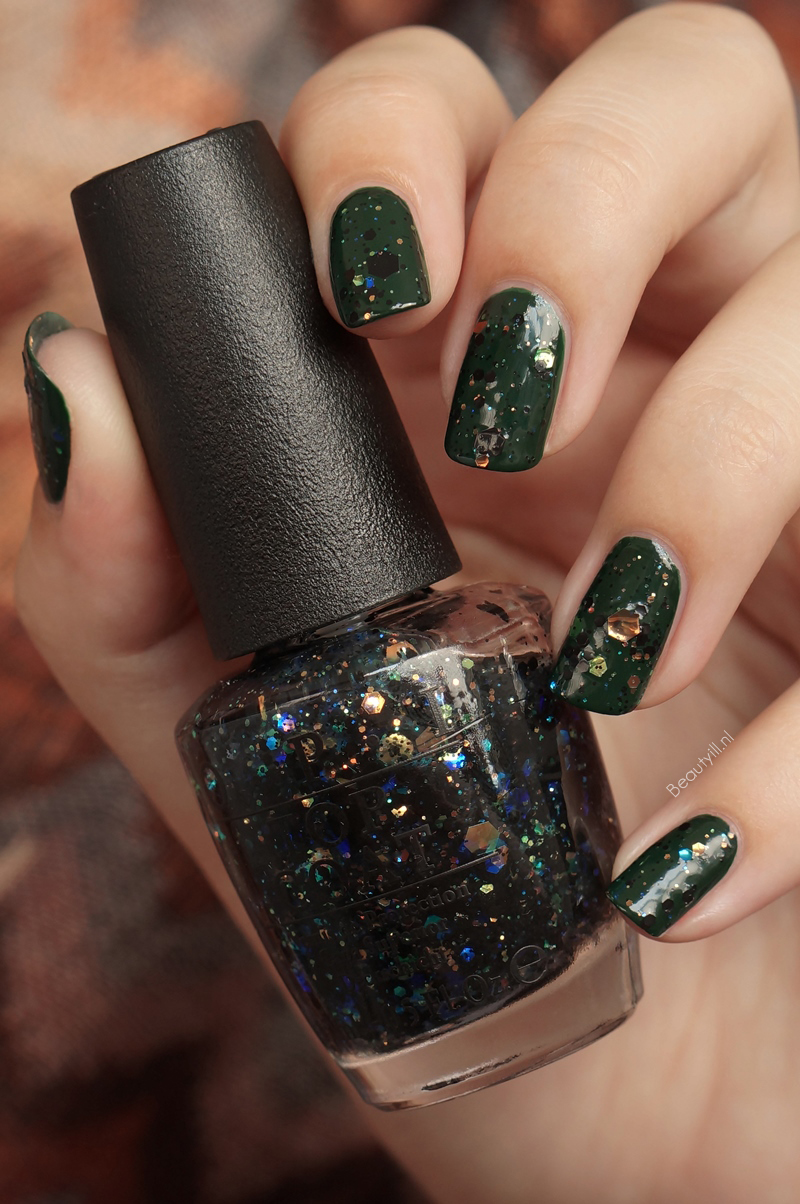 OPI-NOTD-Christmas-gone-paid-comet-in-the-sky (4)