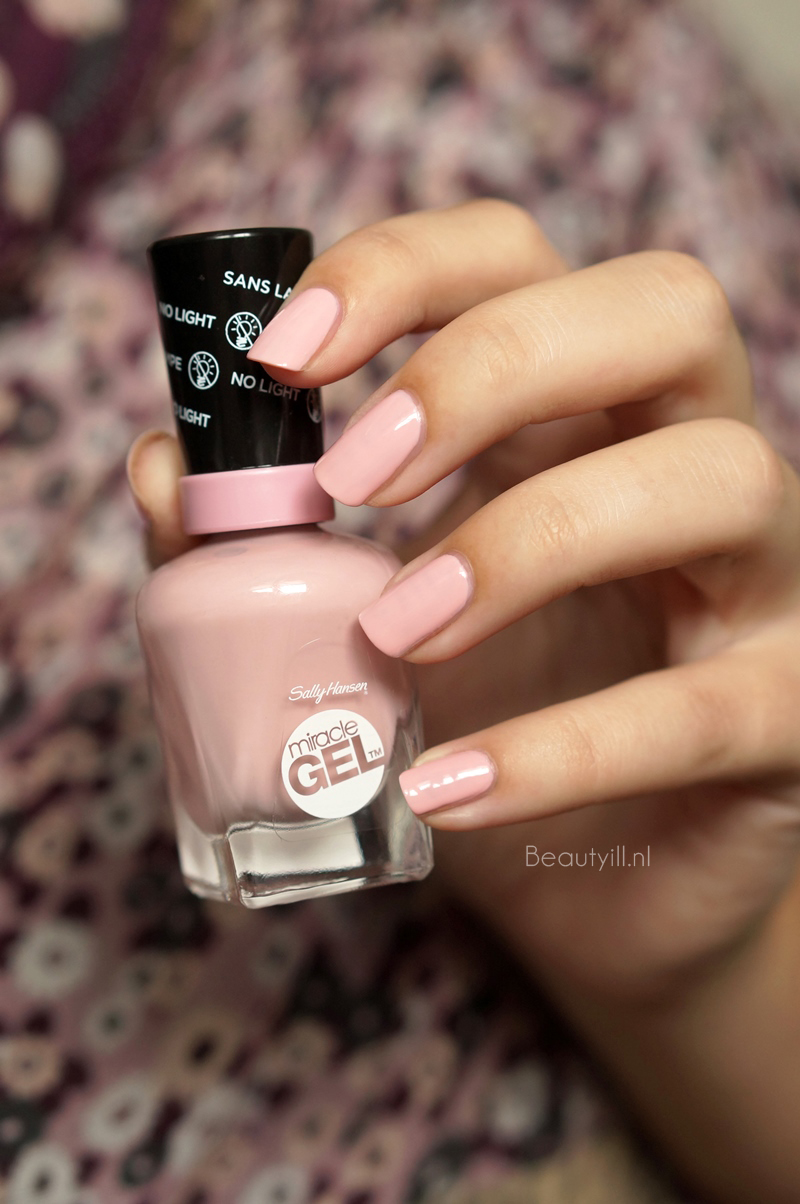 Sally-hanssen-miracle-gel-160-pinky-promise-swatches (1)