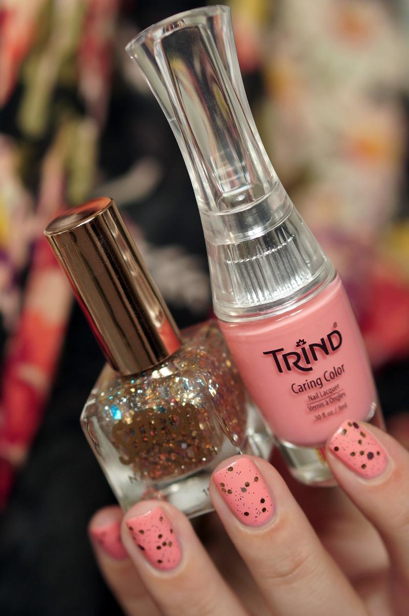 NOTD Saffron glitter nagellak + Trind Michty Macaron