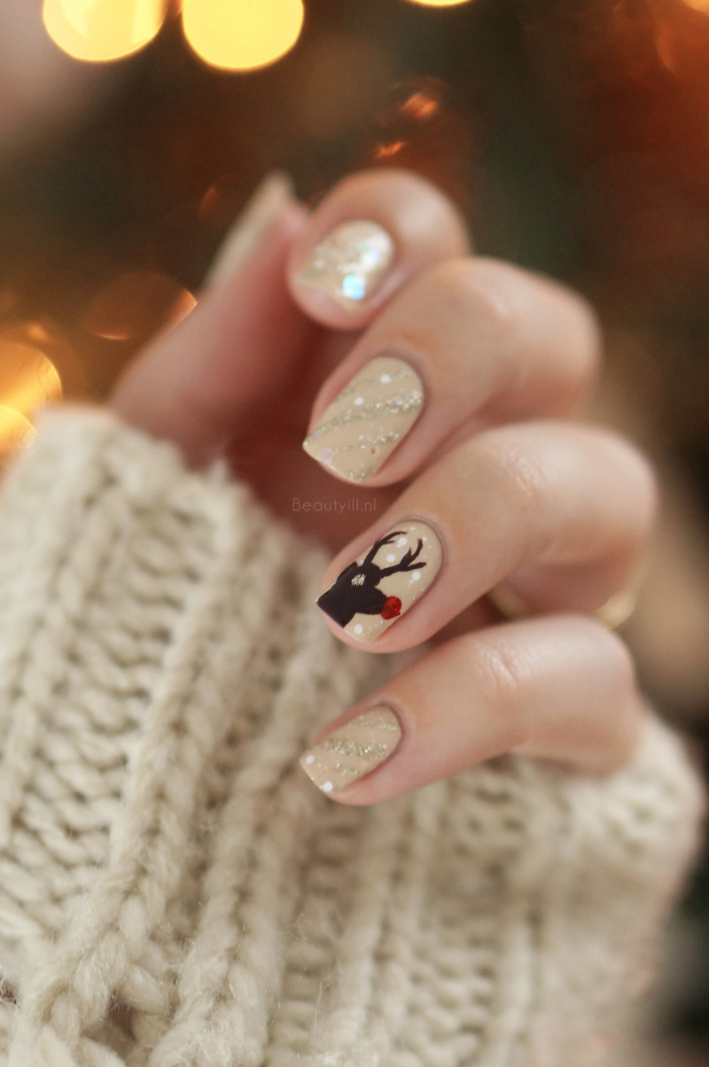 Christmas-nail-art-rendeer-opi-nude-brown-red-glitter-diy-beautyill (1)