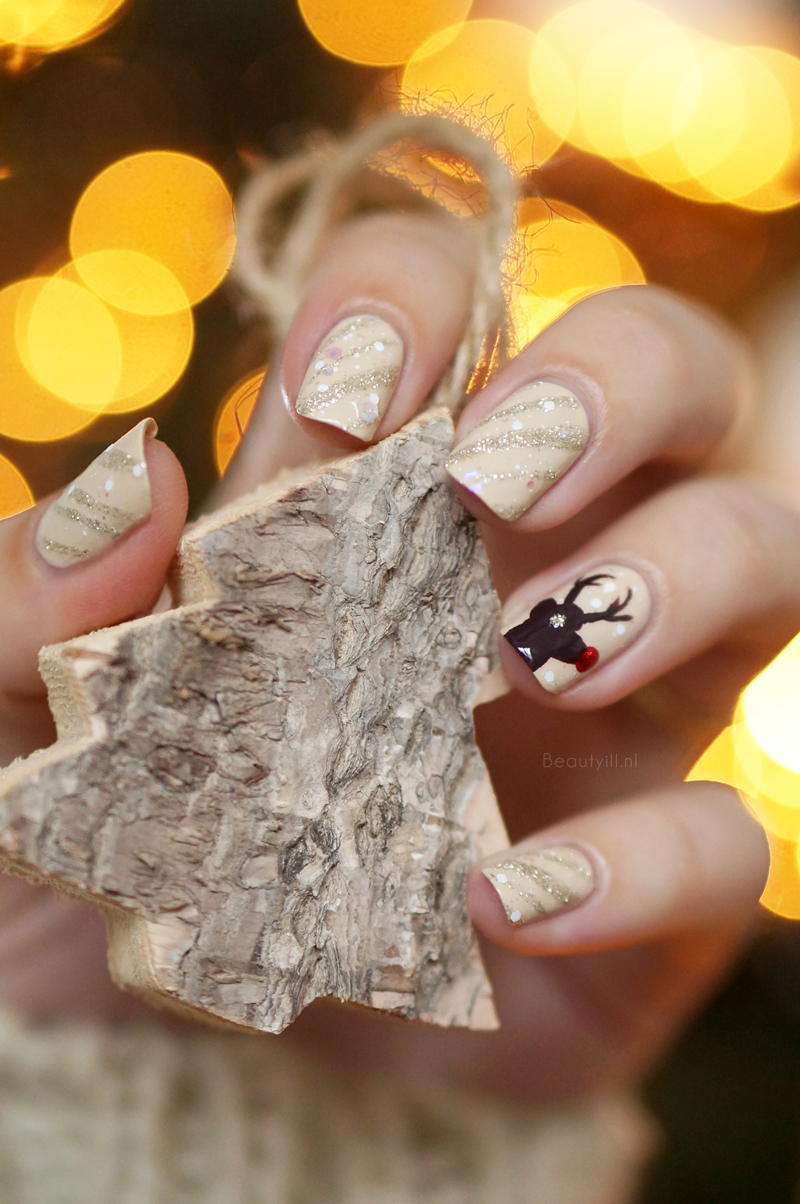 Christmas-nail-art-rendeer-opi-nude-brown-red-glitter-diy-beautyill (2)