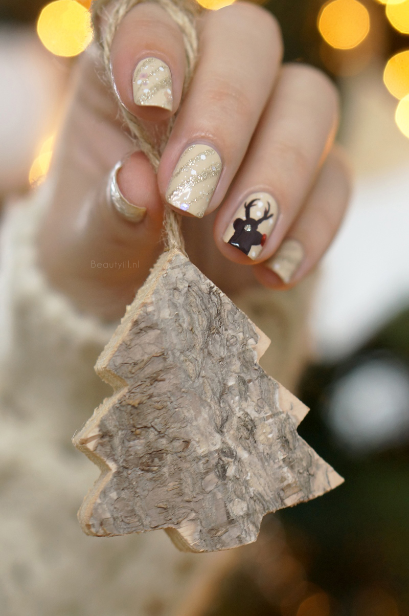 Christmas-nail-art-rendeer-opi-nude-brown-red-glitter-diy-beautyill (3)