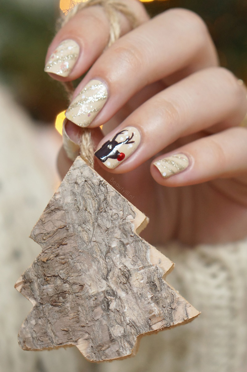 Christmas-nail-art-rendeer-opi-nude-brown-red-glitter-diy-beautyill (4)
