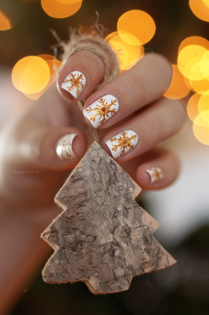 Nail art: Easy Snowflakes