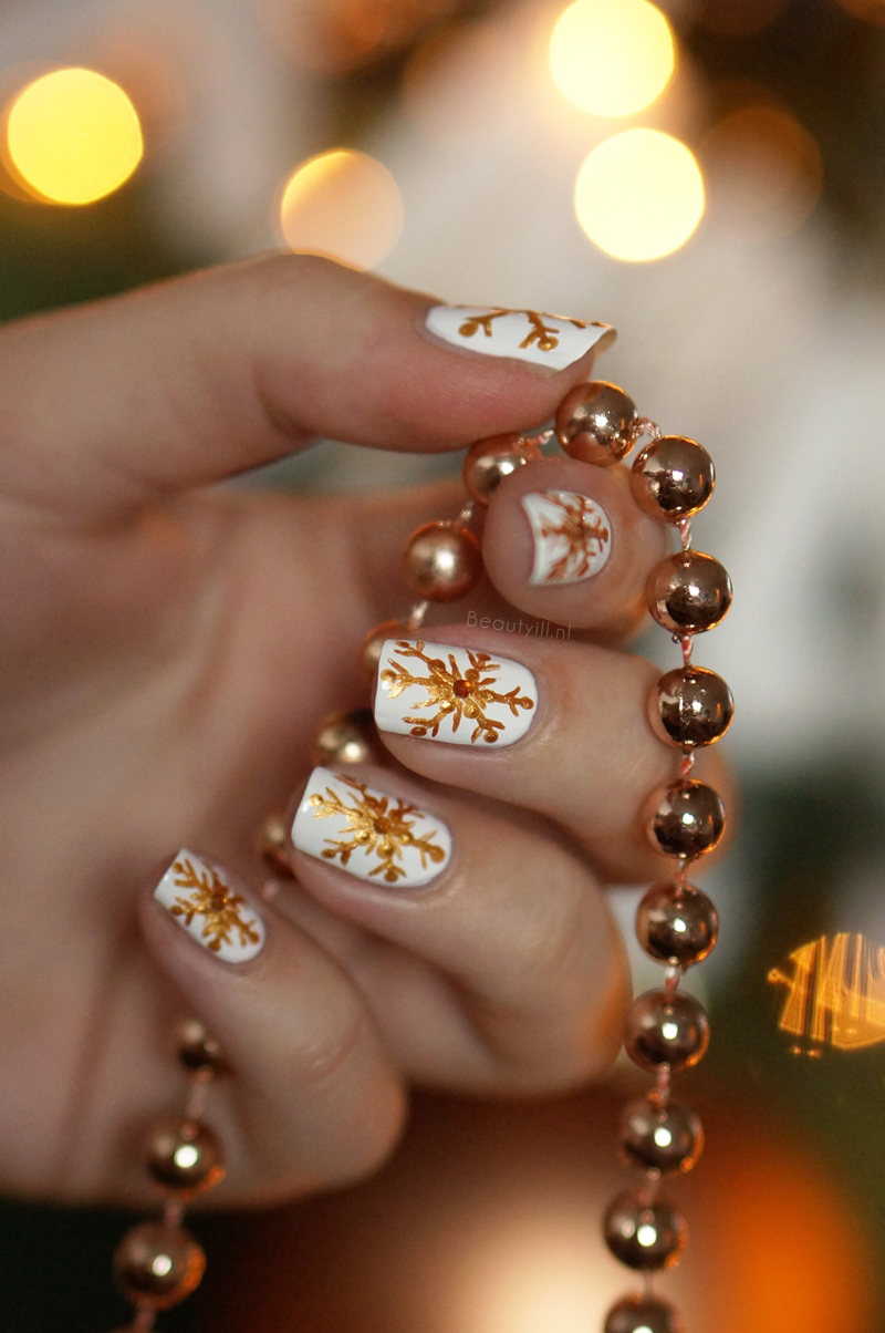 christmas-nail-art- snowflakes-step-by-step (2) - kopie