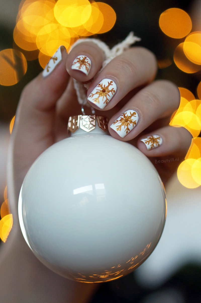 christmas-nail-art- snowflakes-step-by-step (4)