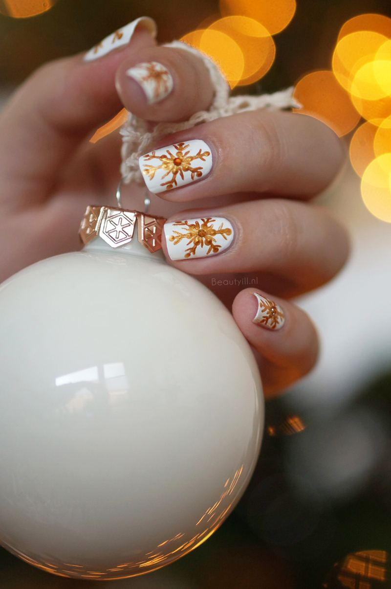 christmas-nail-art- snowflakes-step-by-step (6)