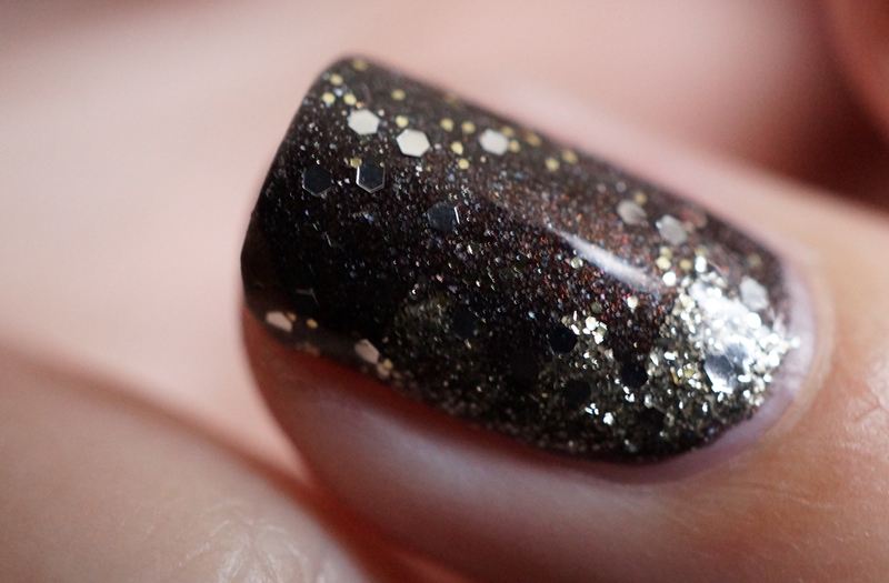 nail-art-happy-new-year-opi-my-private-jet-my-favorite-ornament-catrice-gold-leaf-top-coat (11)