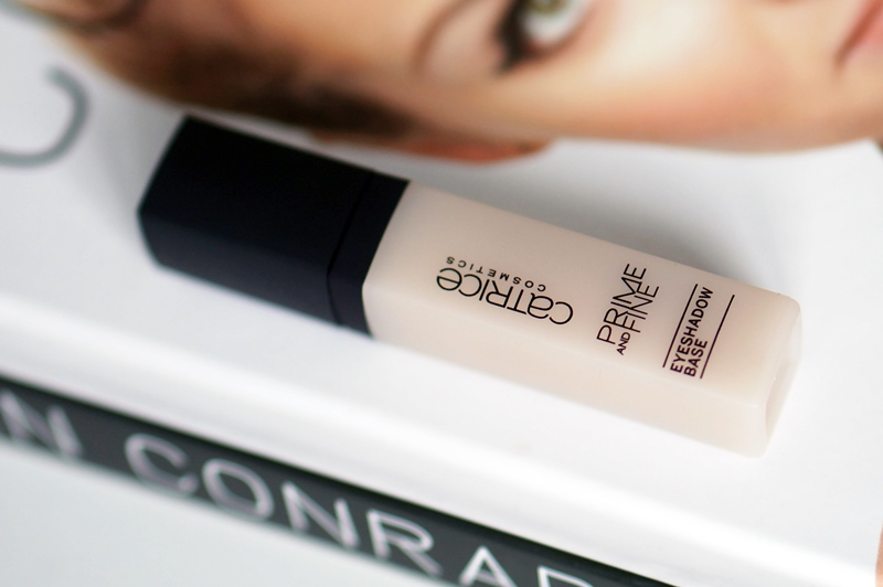 Catrice-prime-and-fine-eyeshadow-base-review (11)