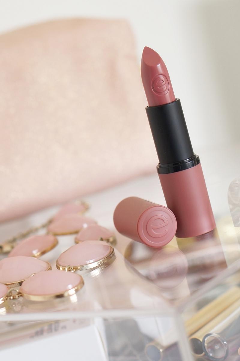 Essence-longlasting-lipstick-03-come-naturally-05-cool-nude (7)