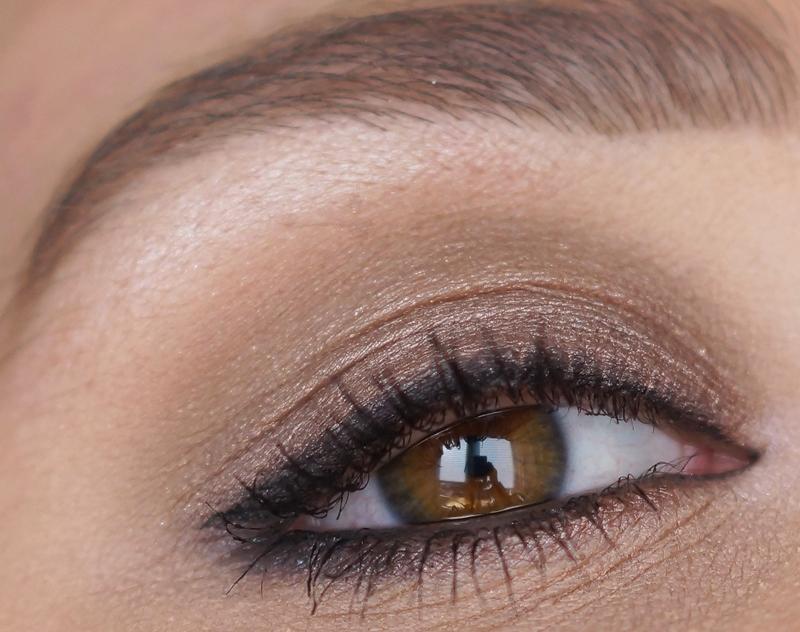 mac-cinderella-eyeshadow-palette-review-look-swatches-stroke-of-midnight (20)