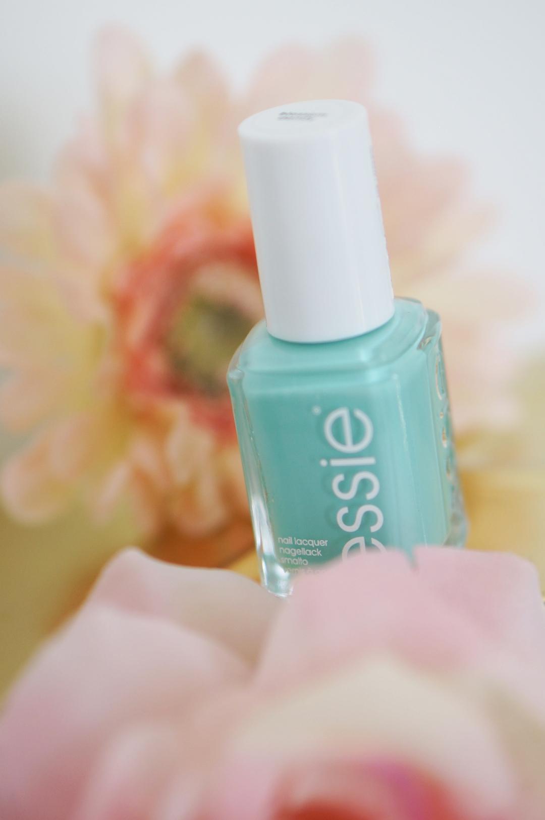 Essie-flowerista-perennial-chic-blossom-dandy--swatches-beautyill (1)
