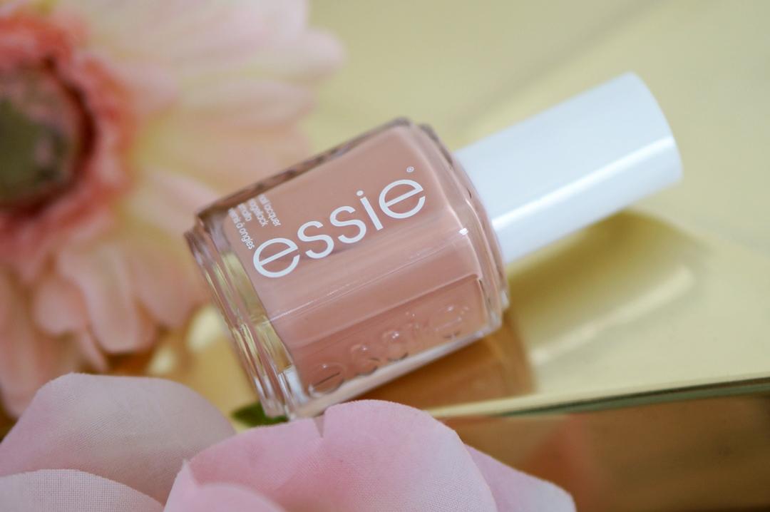 Essie-flowerista-perennial-chic-blossom-dandy--swatches-beautyill (9)