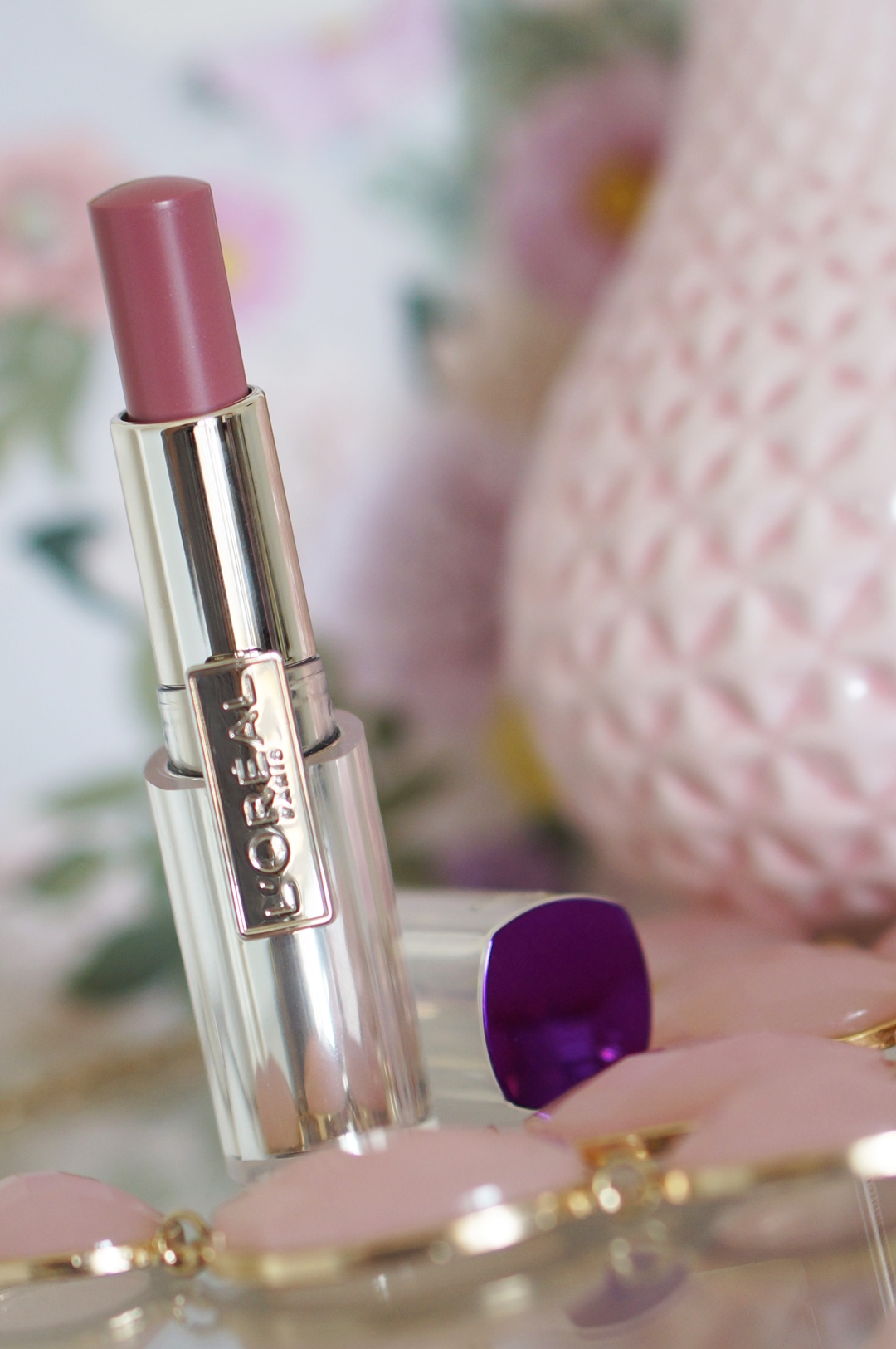 Lóreal-caresse-101-tempting-lilac-lipstick-review-swatches (4)