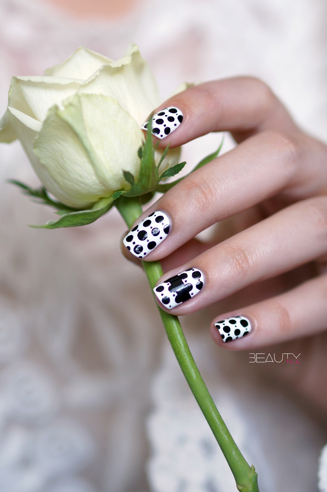 DIY Nail Art | Steps strapless polkadot