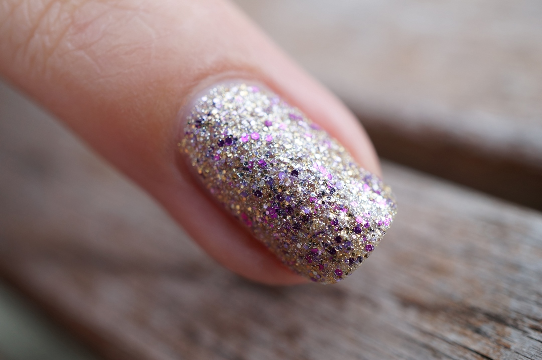 notd-catrice-kaviar-gauche-C04-Cool-Wonder-golden-rose-galaxy-nail-color-18 (2)