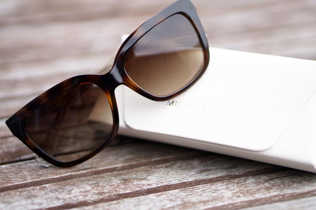 summer-musthaves-sunglassesshop-opi-rivere-maison-marc-inbane-biosilk (7)