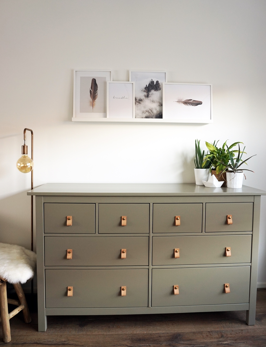 Ikea Tv Kast Grijs.Diy Ikea Hemnes Opknappen Desenio Posters Beautyill