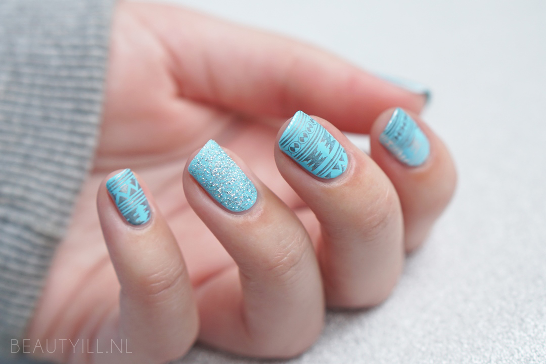 Nail art Tiffany's Christmas Sweater