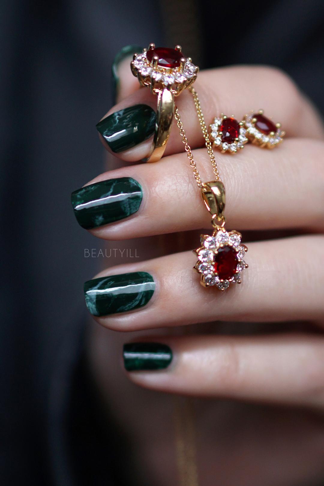 Christmas Green Marble Nailart