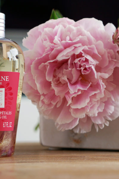 L'OCCITANE Petal Cleansing Oil, met echte rozenblaadjes!
