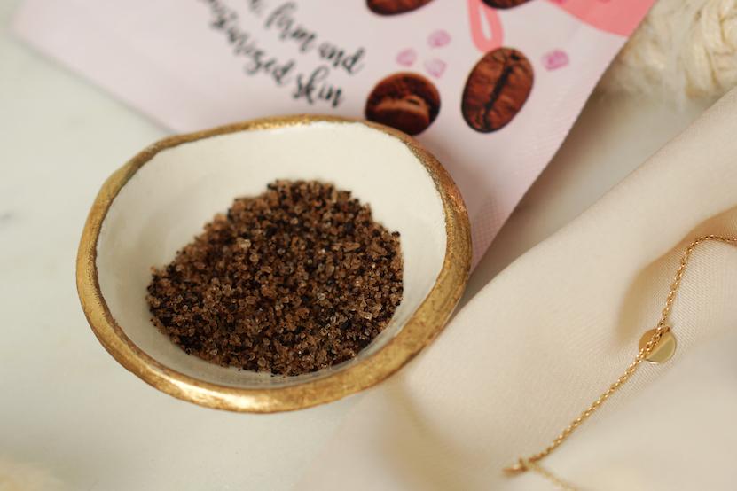 Kruidvat Coffee Scrub with seasalt, soft almond