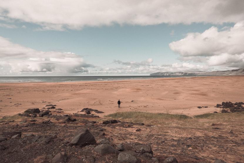 red sand beach ijsland