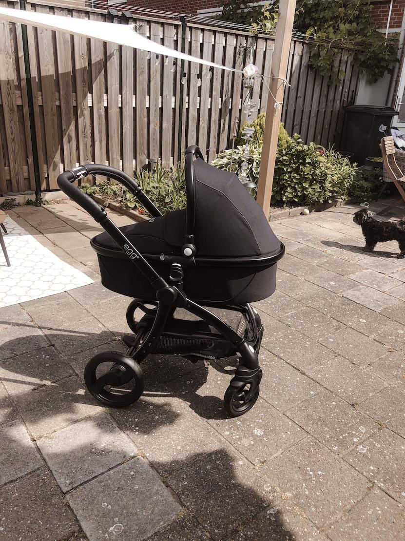 Tweede en laatste zwangerschapstrimester egg kinderwagen